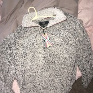 NWT Frosty tipped True Grit pullover :)